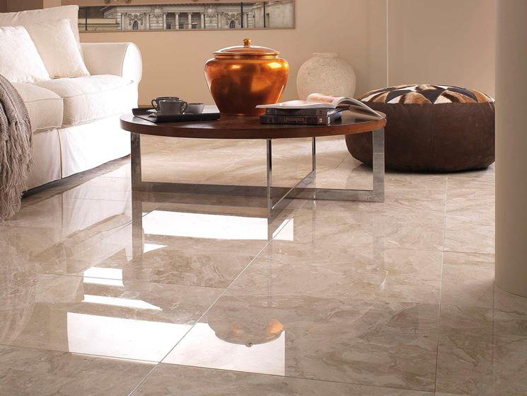 Come pulire e levigare i pavimenti in marmo
