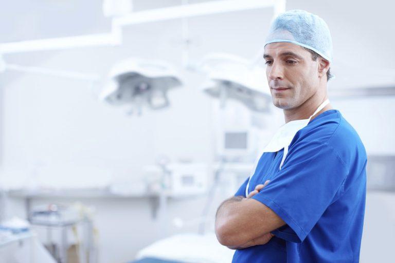 Fattori importanti da considerare prima di un intervento di chirurgia estetica